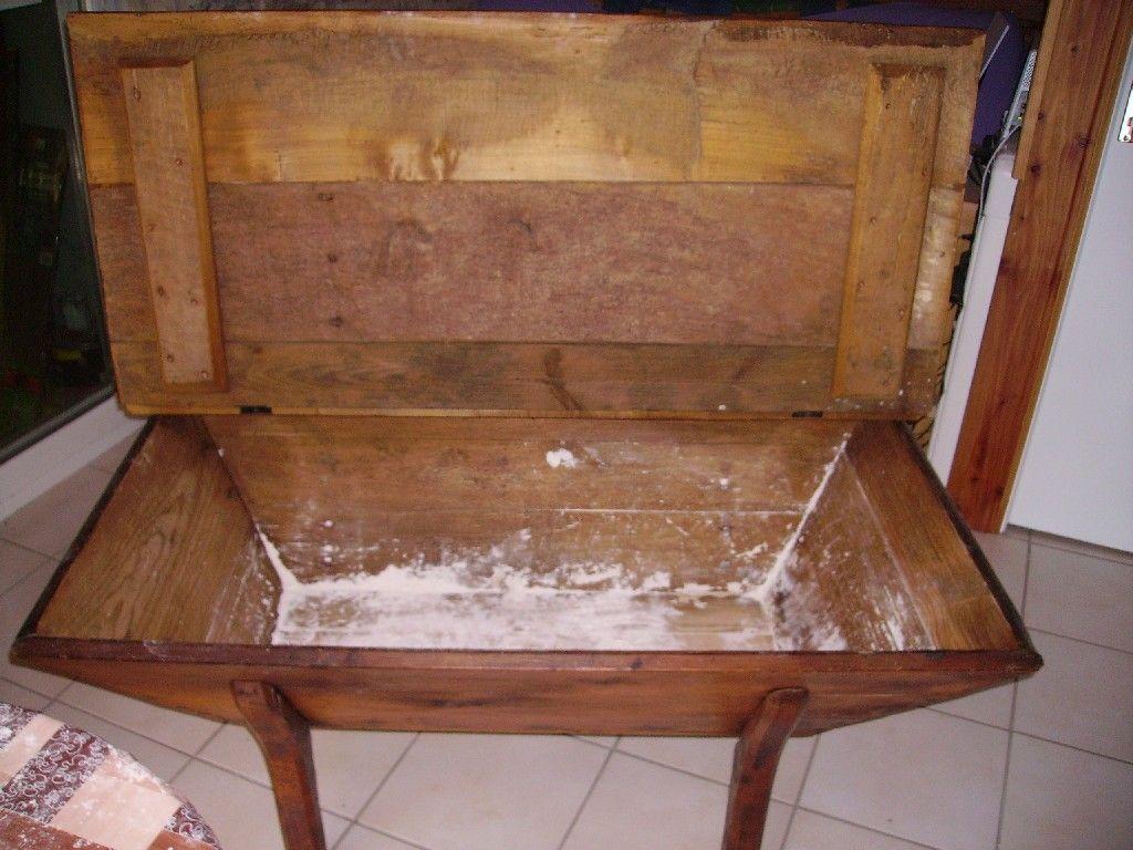 la maie est un meuble rustique utilis pour la. Black Bedroom Furniture Sets. Home Design Ideas