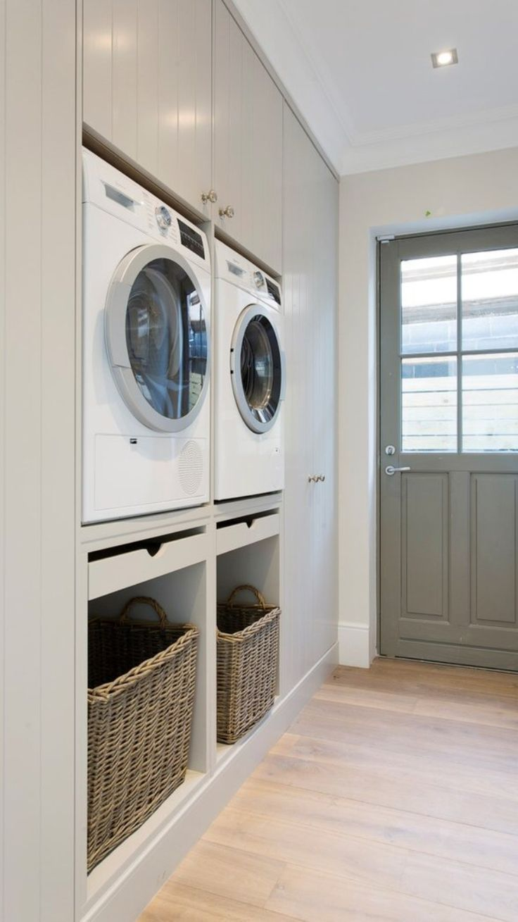 Layout is smart: pullouts to fold or hold laundry baskets to take clothes out #designbuanderie