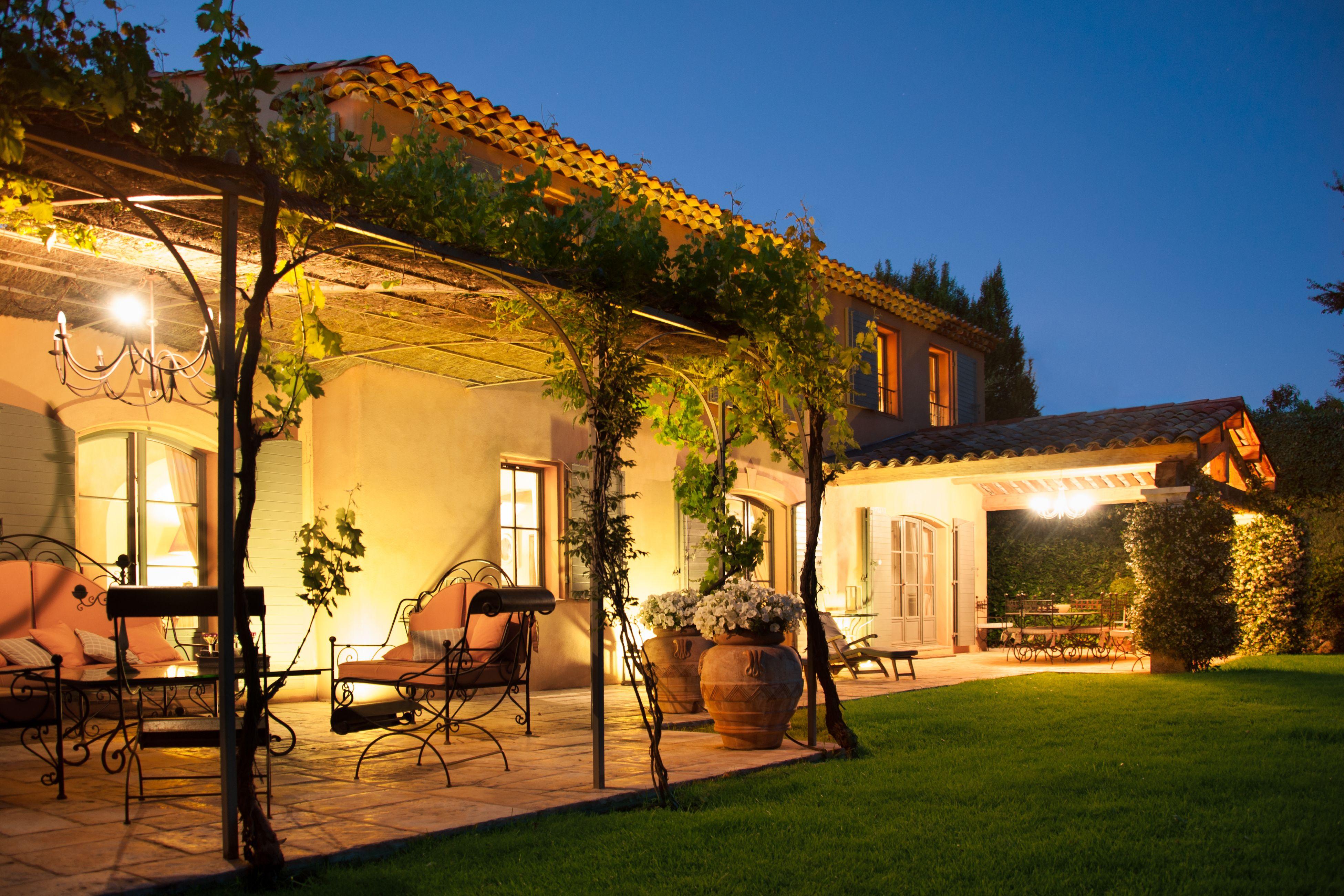 R alisations ligne traditionnelle mas typiquement for Pergola provencale
