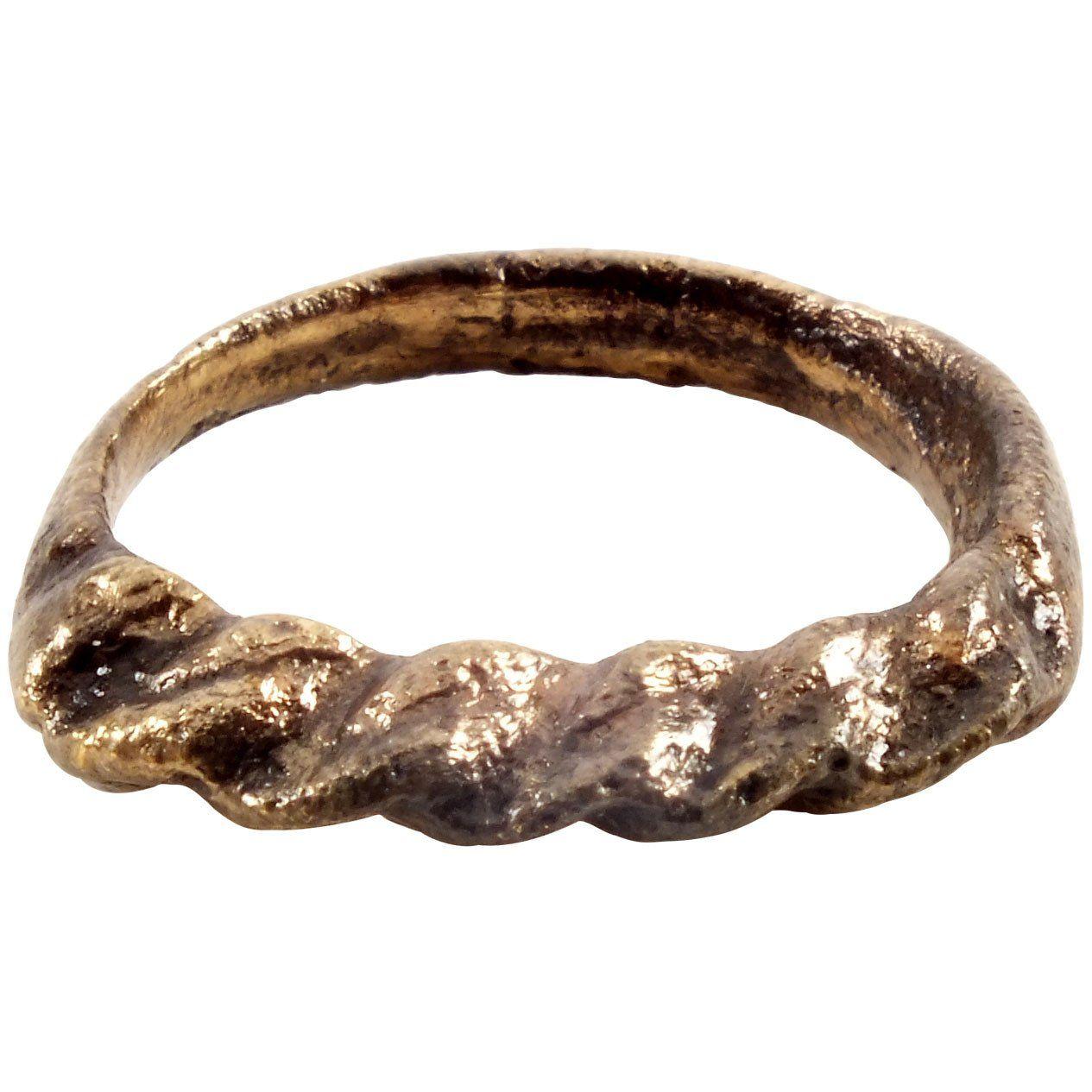VIKING TWISTED RING C.8501050 AD Twist ring, Viking