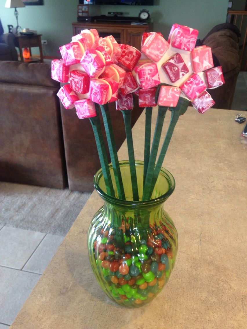 Valentine 39 s day candy bouquet what you need wood sticks for Valentine candy crafts ideas