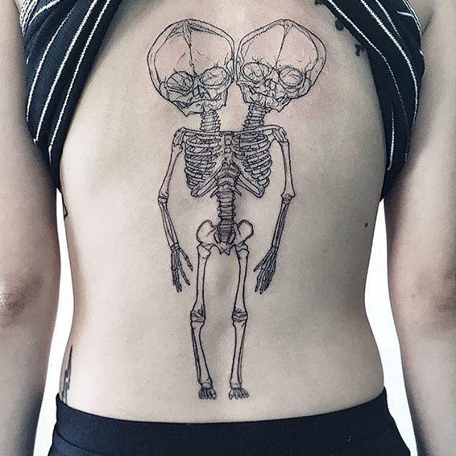 Beautiful@piece by @samanthamancino #ttt #tattooing #tattoo #contemporarytattooing #sangbleu #tatouage #inked #sangbleumagazine #TTTpublishing www.sangbleu.club/shop/publications/ @sangbleu