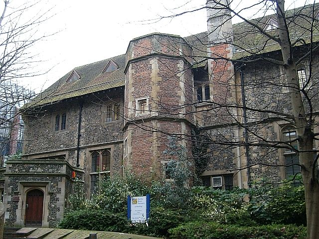 The north side of the Hospitium of St. John. It is one of few remaining buildings from the time of Reading Abbey, when it was used as a dormitory for pilgrims. In 1485 it was extensively altered to become the Royal Grammar School of King Henry VII (later Reading School). Today it is occupied by a children's nursery. For more information see the Wikipedia article Reading Abbey .