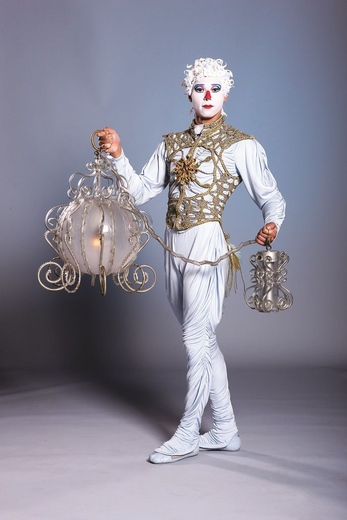 one,costume,of,the,cirque,du,soleil,performance,