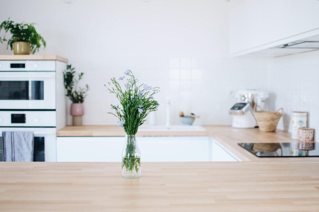 Armoire De Cuisine Cuisine Cuisine Amenagement Cuisine Arabe Cuisine Blanche Cuisine Blanche Et Bois Cu In 2020 White Modern Kitchen Kitchen Decor White Kitchen