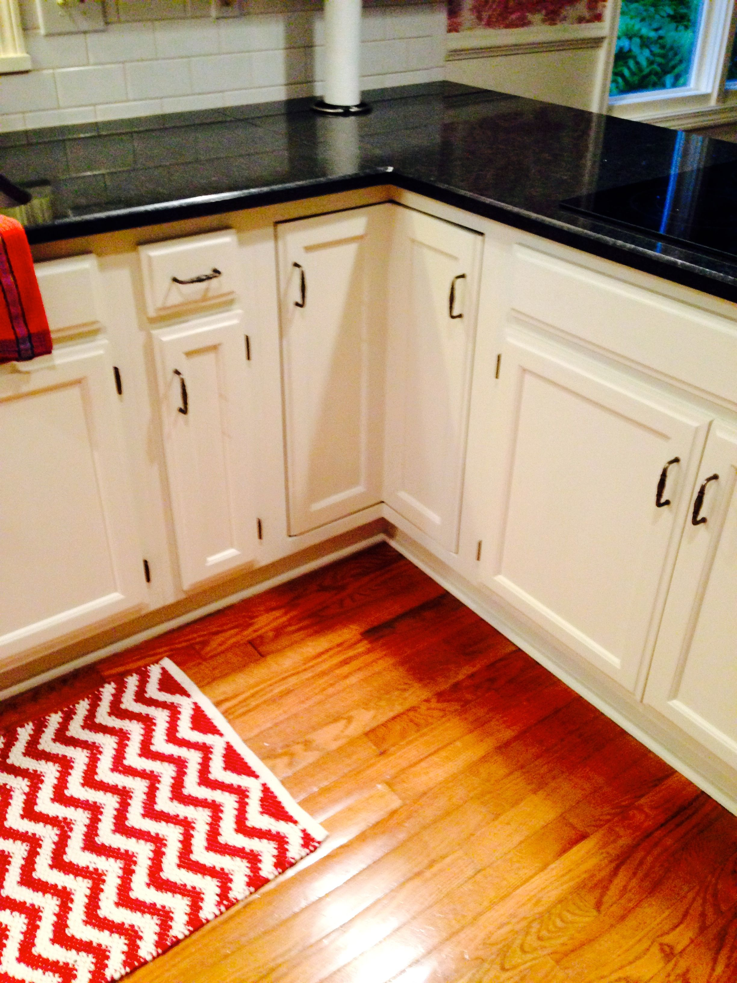 off white painted kitchen cabinets by sarah hines and mets schilstra rh ro pinterest com Cream Painted Kitchen Cabinets pictures of kitchen cabinets painted off white