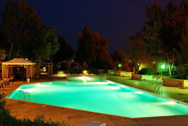 21 Beautiful Swimming Pool Lighting Ideas   Swiming pool, Swimming ...