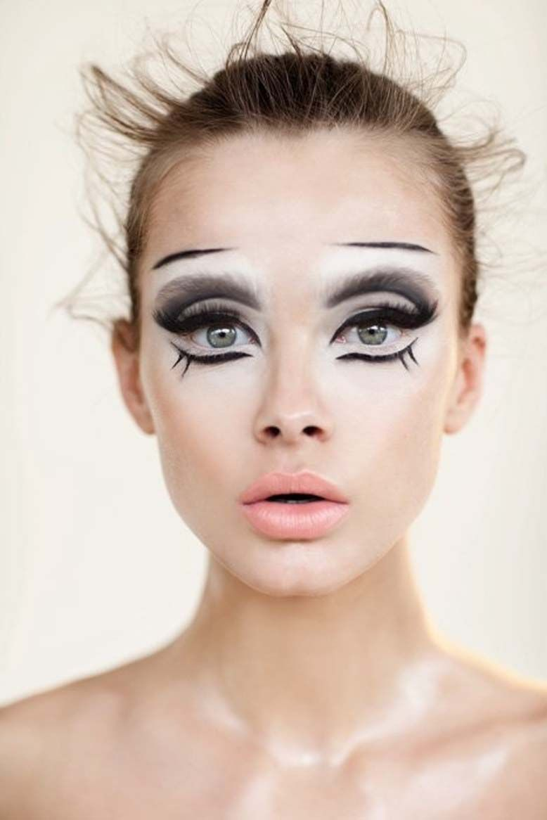 8 Terrifyingly Gorgeous Halloween Looks You Have To See To
