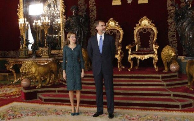 reyes españa fotos dia de la hispanidad de 2014 - Cerca amb Google ... Sus Majestades los Reyes en el Salón del Trono, del Palacio Real de Madrid