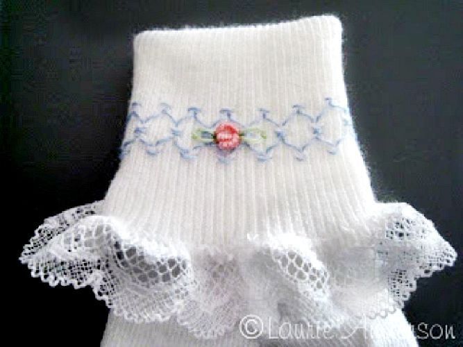 Smocked Socks Tutorial on DIY Crush