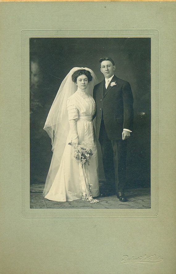 Beautiful Bride White Wedding Gown Veil Gloves Edwardian WI Antique Studio Portrait Cabinet Card Photo Photograph