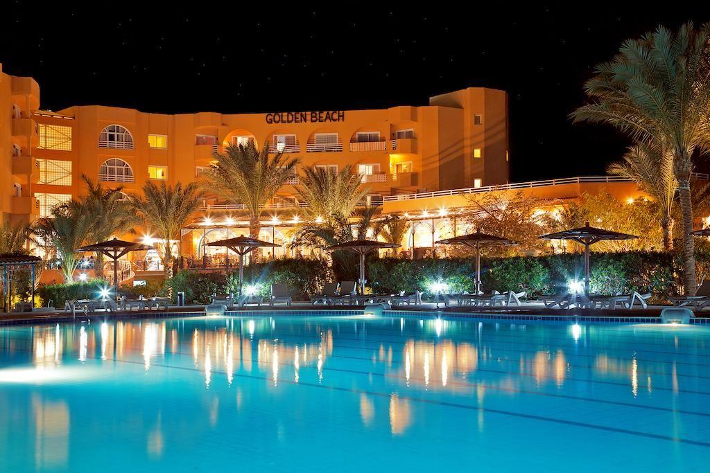 استمتع بالاجواء الرومانسية ليلا فى موفى جيت جولدن بيتش الغردقة Movie Gate Golden Beach Hurghada House Styles Golden Beach House Plans