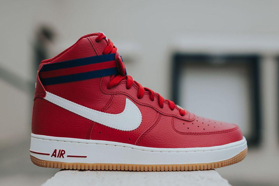 Nike Air Force 1 High '07, Zapatillas de Baloncesto para Hombre, Rojo (Gym Red/White-White), 40 1/2 EU