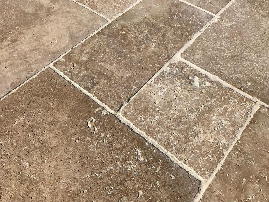 carrelage travertin pierre naturelle pour intrieur et extrieur magnifiques nuances de couleurs