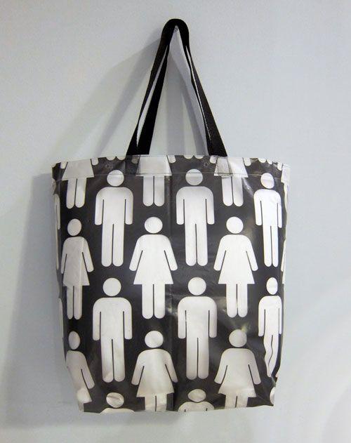 Maken | Douchegordijn wordt tas. Op zoek naar een tas die makkelijk schoon te maken is en stevig ? Dan is deze tas misschien iets voor jou. De beschrijving is in het engels en gebruikt inches in plaats van centimeters. Door Brit + Co.