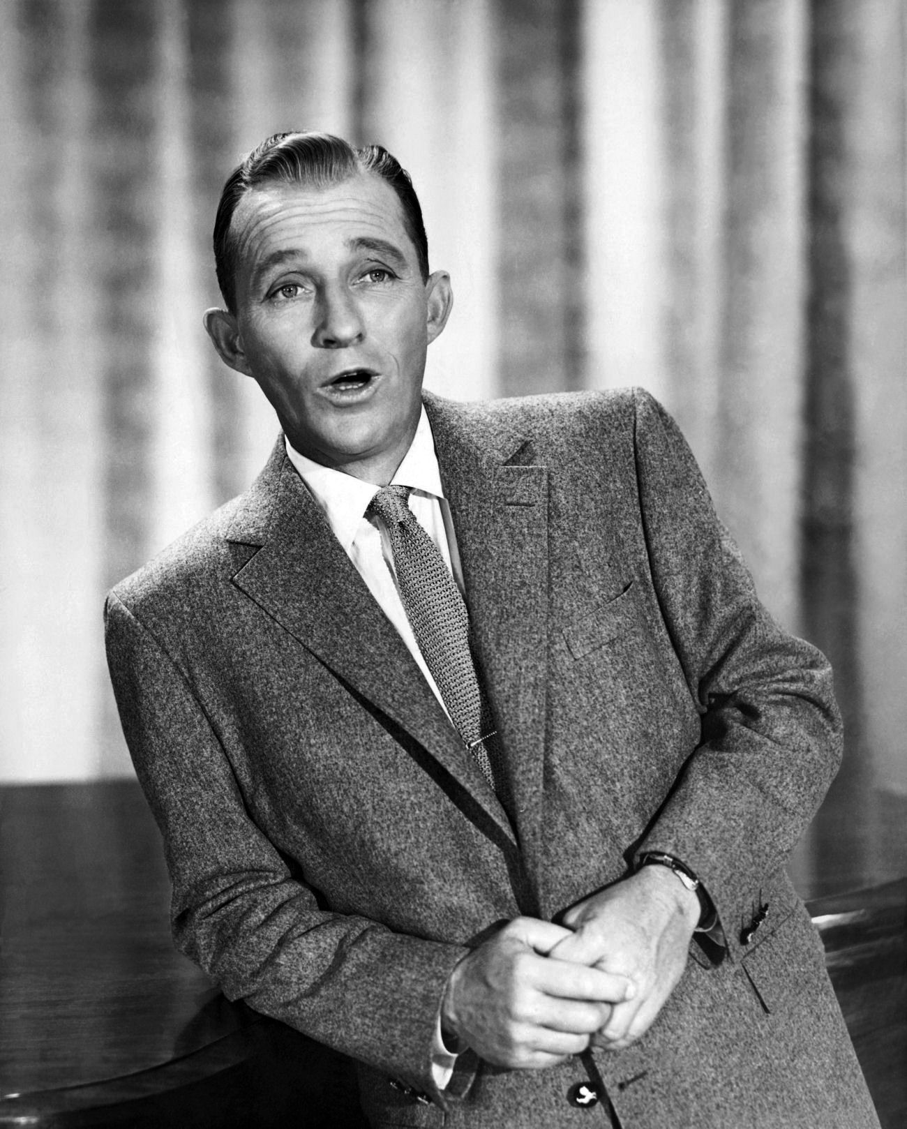 remember my dad singing white christmas along with bing on tv - How Old Was Bing Crosby In White Christmas