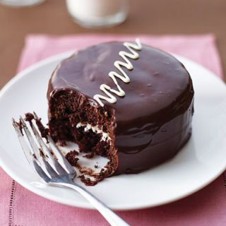 "<p>Hostess Cupcakes, who?</p><p>Get the recipe from <a rel=""nofollow"" href=""http://www.delish.com/recipefinder/chocolate-cream-cakes"">Delish</a>.<br></p>"