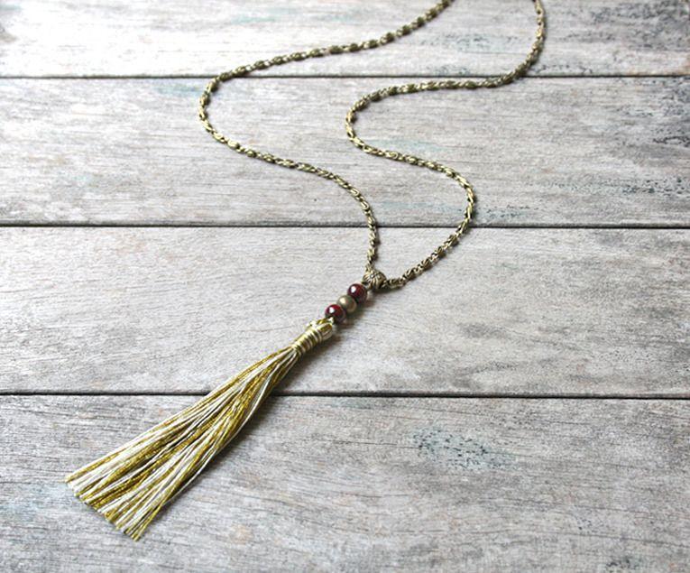 """Sautoir """"Indian Summer"""" chaîne fantaisie bronze, perles en bois et pompon…"""