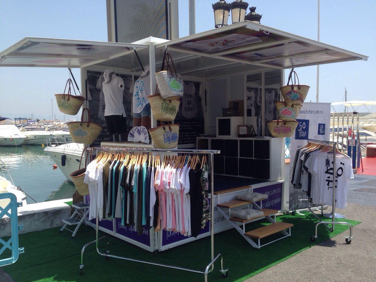 ¿Estás cerca de Marbella? Porque Botón ya está allí.  El showroom itinerante de Botón ha llegado a Puerto Banús!! Ven y pruébate nuestra colección de #moda ética y solidaria más fresca: camisetas, gorras y nuestros exclusivos capazos, ideales para la #playa Te esperamos de 12:00 a 14:00 horas y de 18:30 a 24:00 horas!