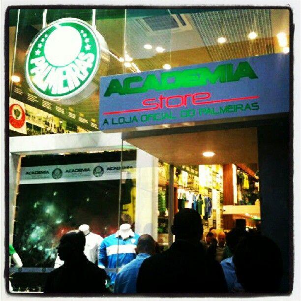 12e4b01023493 Primeira loja oficial do Palmeiras - Academia Store - Rua Augusta ...