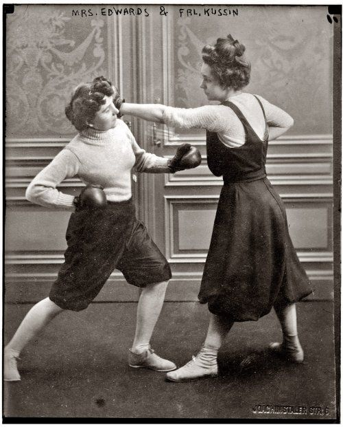 Mrs  Edwards and Fraulein Kussin, two women boxing