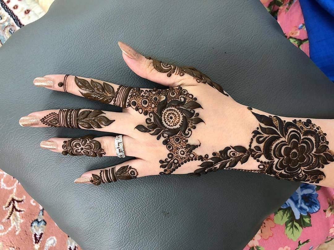 13 Unique Henna Designs Doing The Rounds This Wessing: Image May Contain: One Or More People