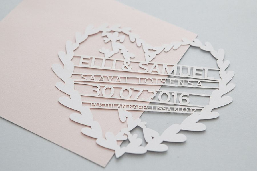 Laserleikatut romanttiset hääkutsut / Custom made romantic laser cutted weddning invitations by MakeaDesign.fi / häät