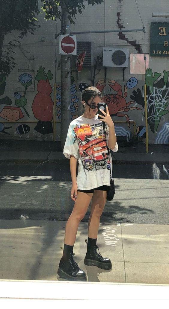 Photo of Weißes T-Shirt und Stiefel Inspirierende Damen – #Boots #inspiring #Ladies #Tshirt # …