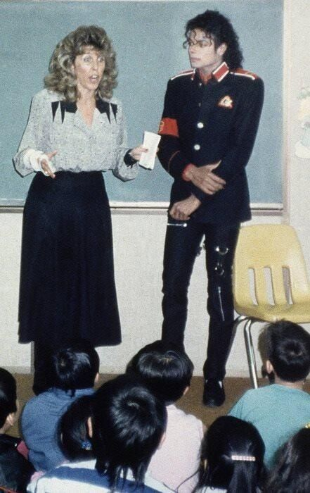 Michael Jackson at Cleveland Elementary in Stockton, CA. After a school shooting | 1989
