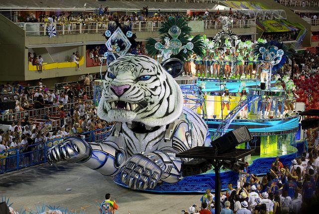 White tiger coming, Rio de Janeiro Carnival Sambodrome - by Raphael Bick, via Flickr.