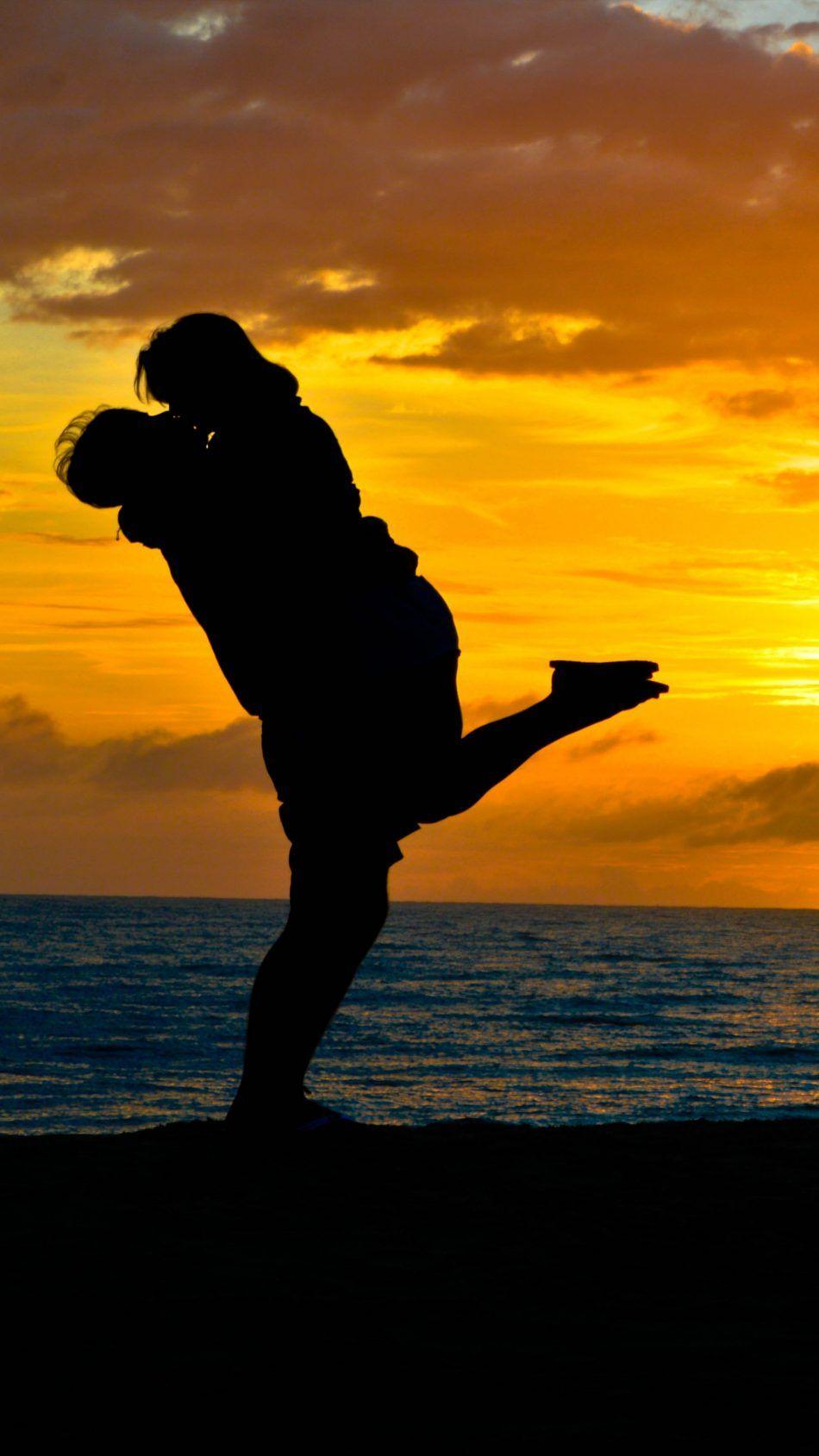 Couple Romantic Kiss Sea Sunset Silhouette 4k Ultra Hd Mobile Wallpaper Couple Sunset Sunset Silhouette Love Wallpapers Romantic Couple Wallpaper