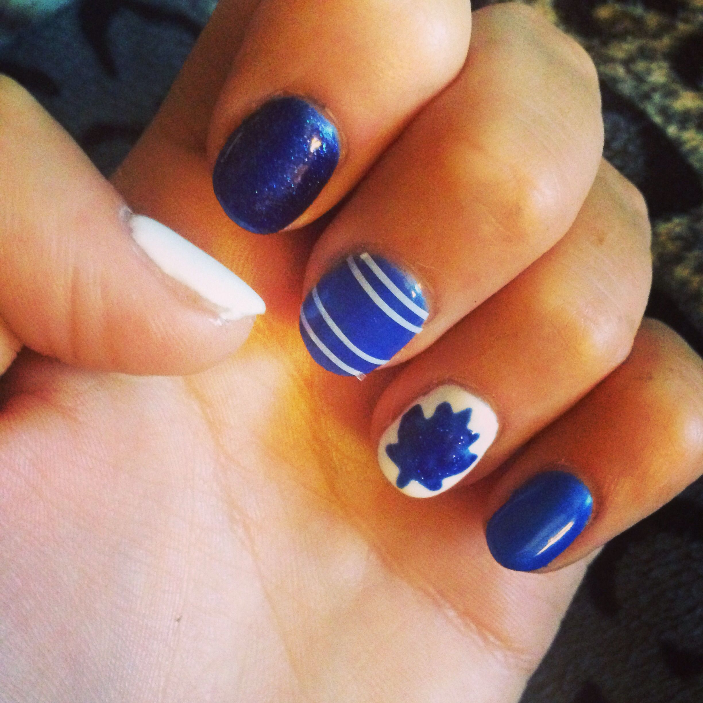 Toronto maple leafs nail art | Nails!! | Pinterest | Toronto maple ...