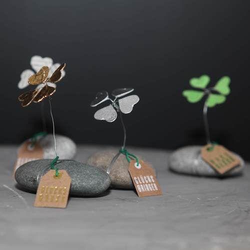 Kleeblätter auf einem Stein von Good old friends. Hier wächst das Glück! #weihnachtsmarktideenverkauf