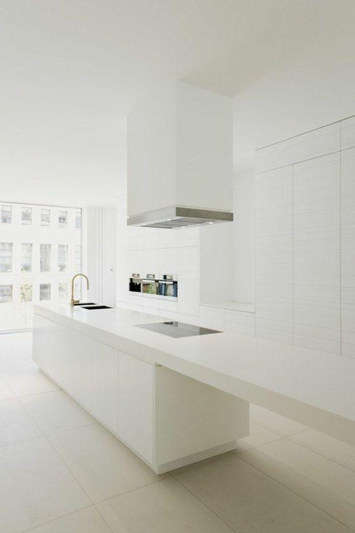 weiße küche minimalistische inneneinrichtung mit funktionaler - küchen wanduhren design