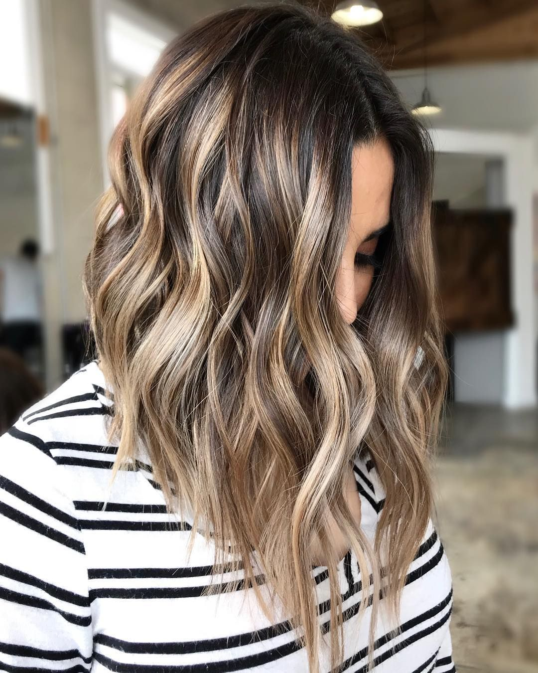 Flattering Shoulder Length Wavy Hairstyles For Women Female Medium Haircuts Hair Styles Balayage Hair Medium Hair Styles