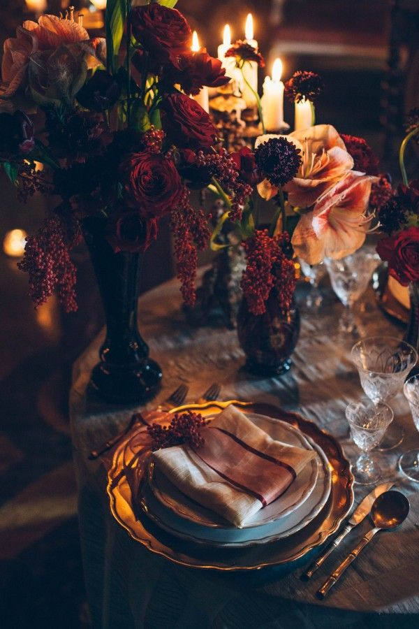Italienische gotische Hochzeitsinspiration in der Villa Di Maiano   – Wedding – Reception / Dinner Decor (Table setting)