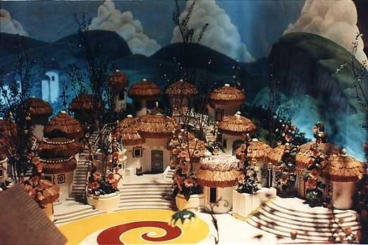 Wizard of oz midget builds house