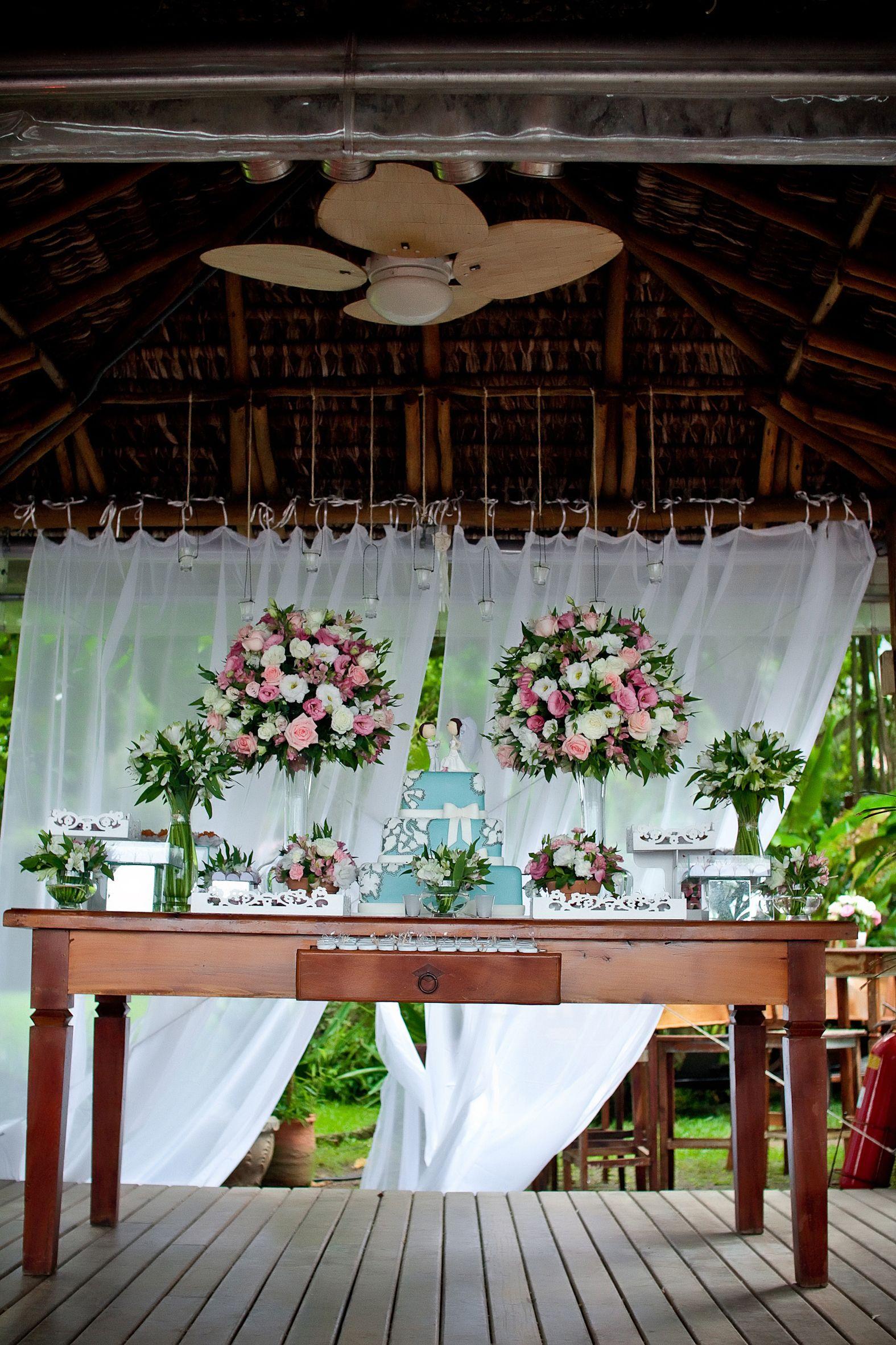 Casamento na praia #casamentonapraia #casamentoilhabela #casamento #decoracaodecasameto #decoracaodeeventos #casamentolitoral http://www.santinhadopauoco.com/