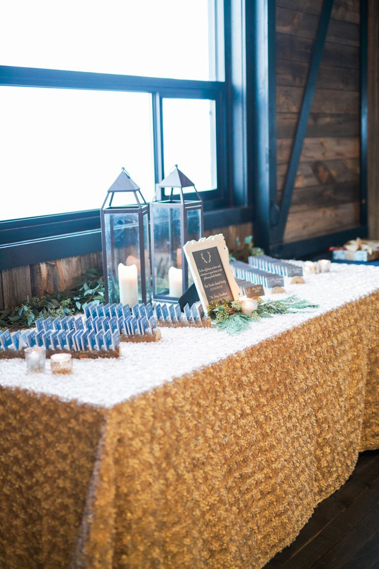 Blue and gold rustic wedding decorations | fabmood.com