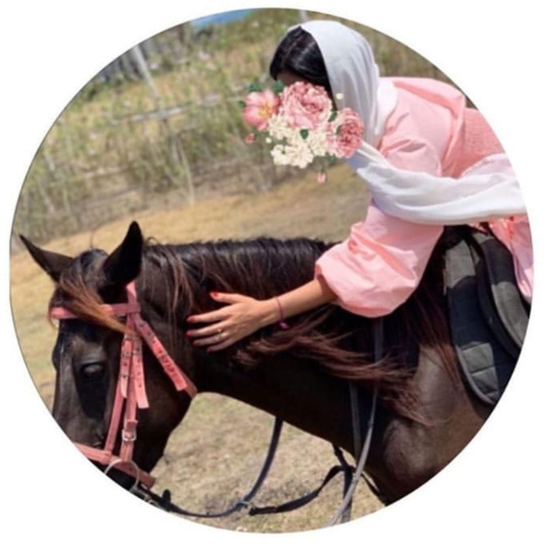 Pin By لحن On افتارات Horse Girl Photography Photo Ideas Girl Instagram Photo Ideas Posts