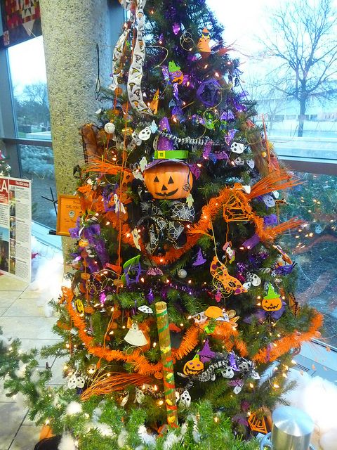 halloween christmas tree by creed_400 via flickr - Halloween Christmas Decorations