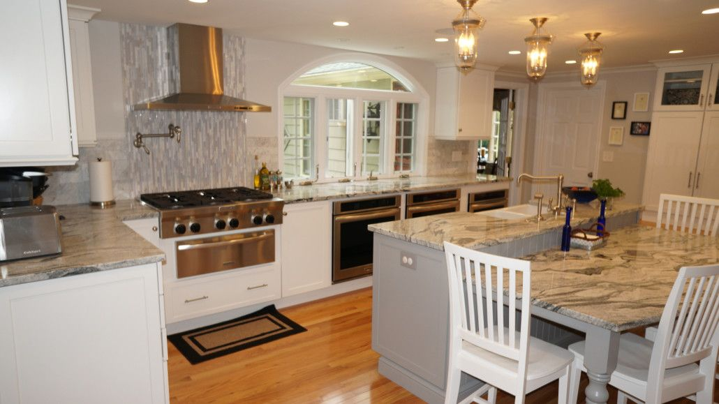 This Warwick Ri Kitchen Features Diamond Cabinets In A Montgomery Shaker White Paint Finish Juniper Berry Paint Is Granite Countertops New Homes Shaker Style