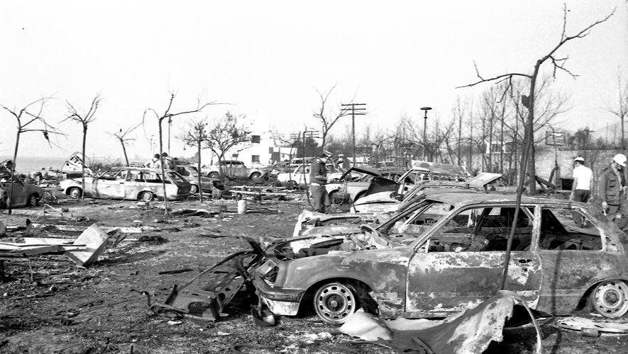 Le 11 Juillet 1978 Un Camion Citerne Plein De Propylène Explose Sur La Route N 340 Qui Borde Le Camping D Alcanar Un Village C Camping Camion Citerne Citerne