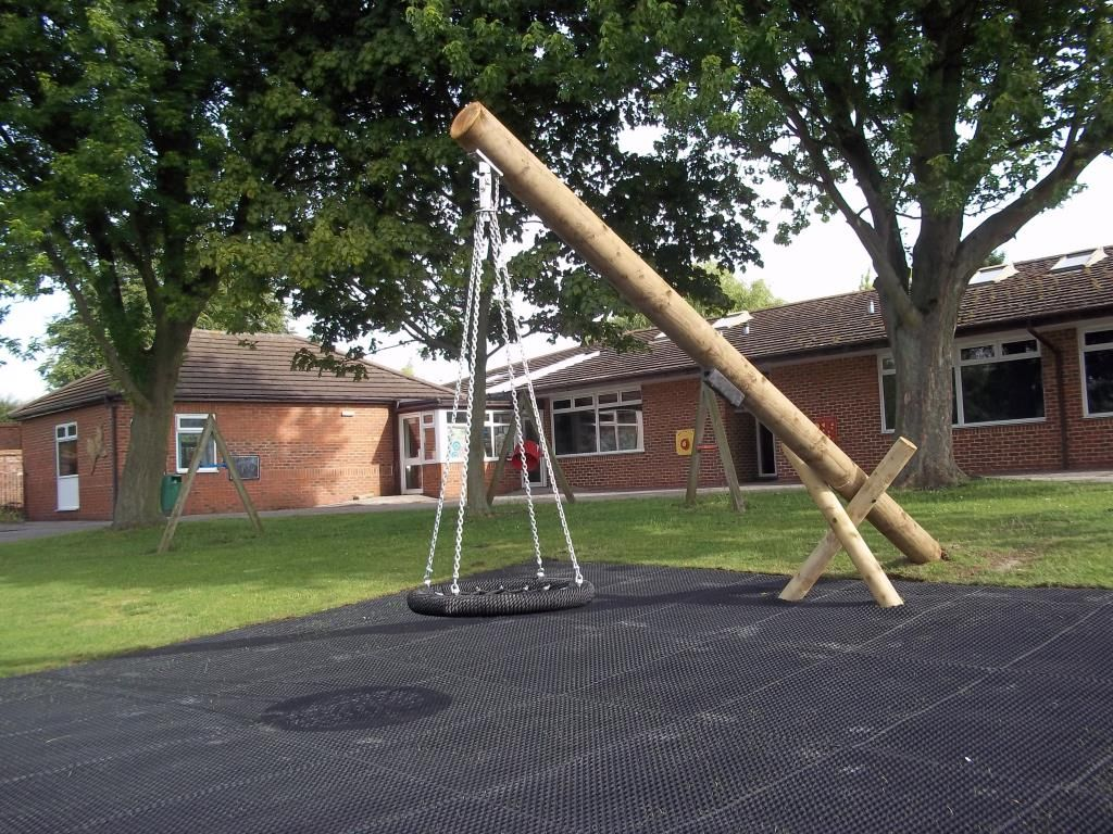 this cantilever swing has a different supporting structure to the