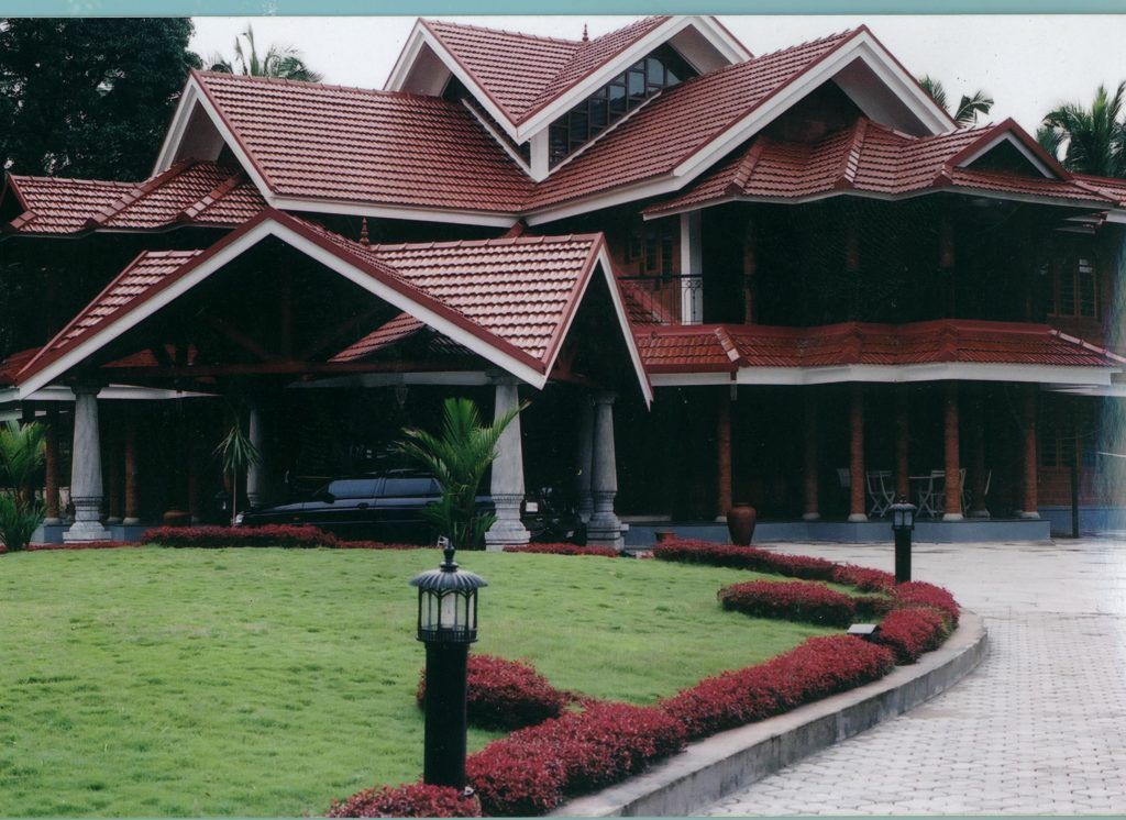 What S The Difference Between A Flat Roof And A Sloping Roof Sloping Lot House Plan Rooftop Design Roof Design