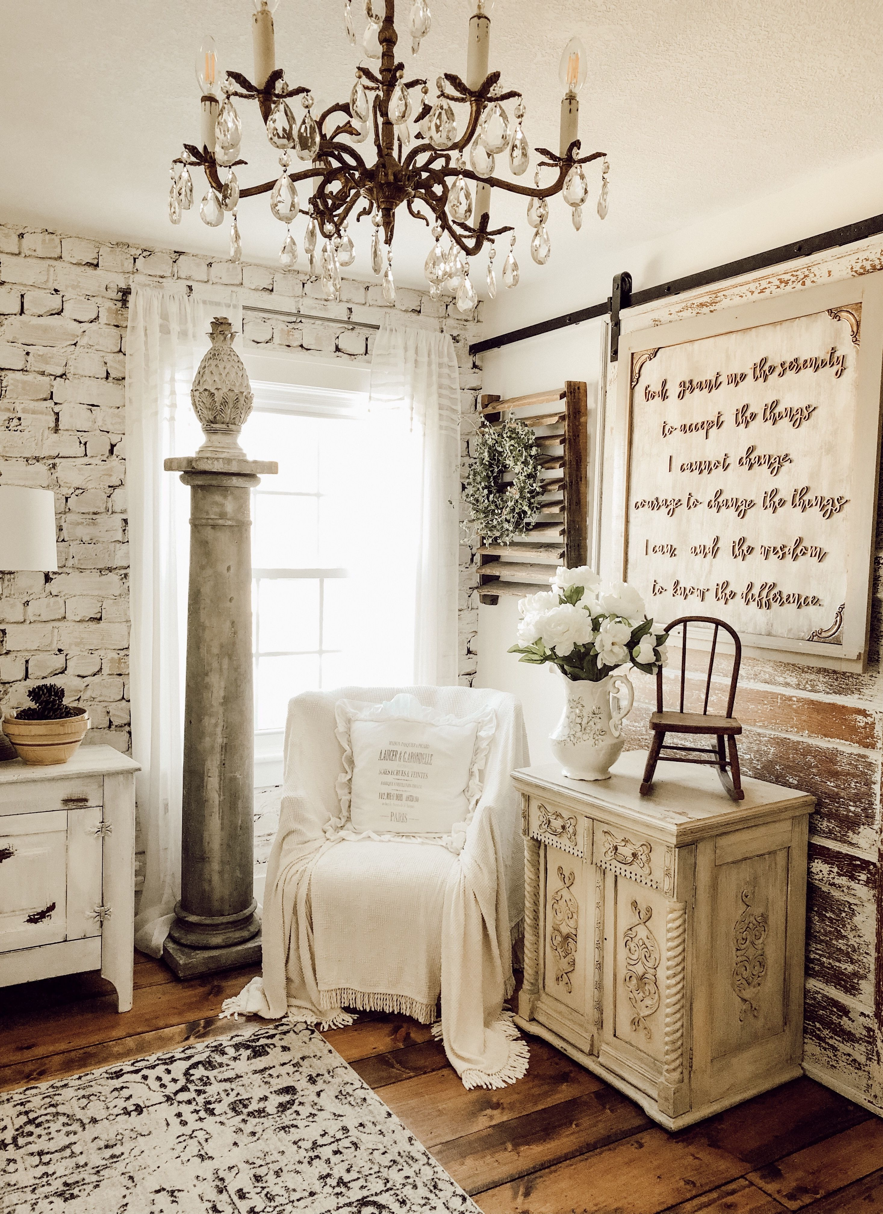 Decorating with Vintage Items in the Master Bedroom - The House on Winchester #bedroomvintage