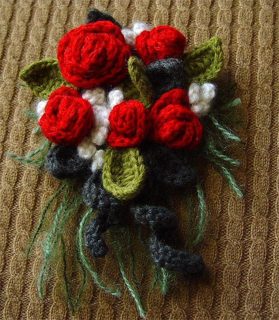 crochet red corsage | Flores, Flores en crochet y Broches