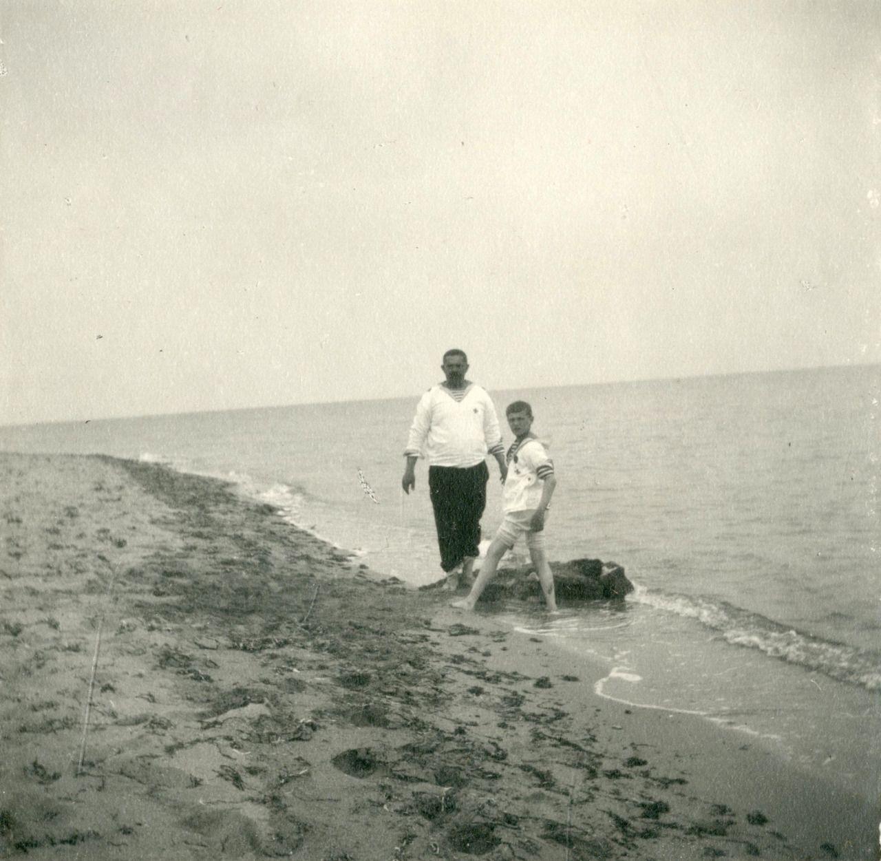 """Алексей Николаевич и Деревенько (?) на даче """"Мечта"""". Евпатория, 16 мая 1916 года. ГА РФ, ф. 683 оп. 1 д. 125 л. 8 фото..."""