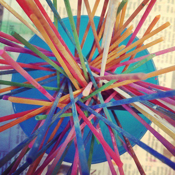 100 Days of School...100 pieces of spaghetti - a cool craft for kids