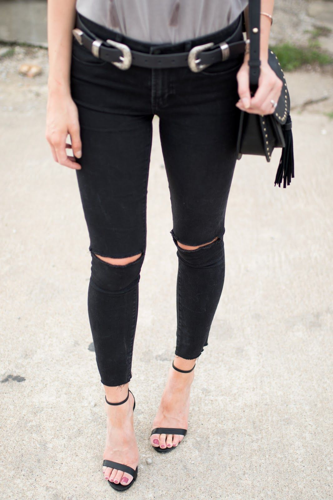 5d43134d5ab8 Steve Madden Stecy + black distressed jeans
